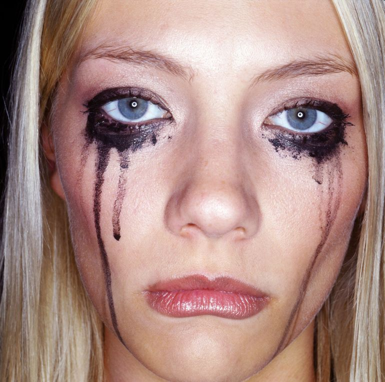 crying-woman-smudged-mascara-main